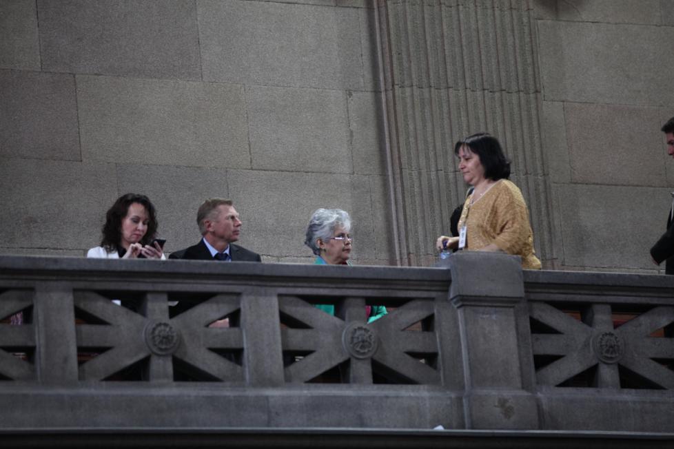 La pareja Bitkov llegó al Congreso a escuchar la presentación del informe anti-Cicig.