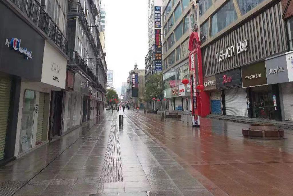 Una de las calles peatonales más populares de la ciudad ha estado vacía, por la emergencia sanitaria. Foto: Celia Esquivel