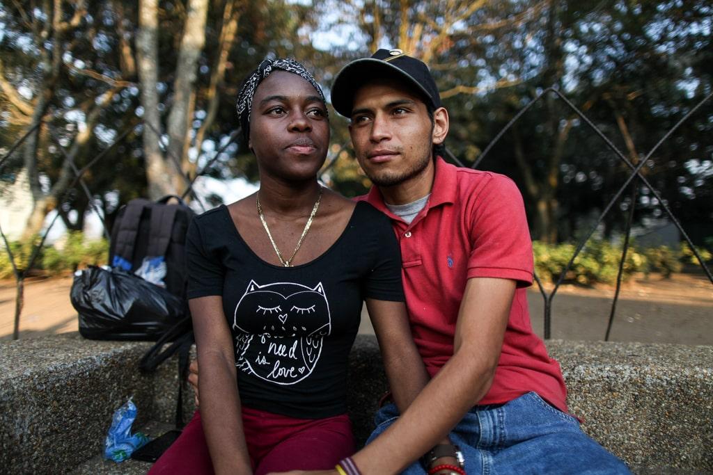 """""""Nos gusta contribuir y mostrar que el amor viene en todos colores"""", dice Chester Cuellar, 27, al lado de su pareja Melania Ramírez, 22."""