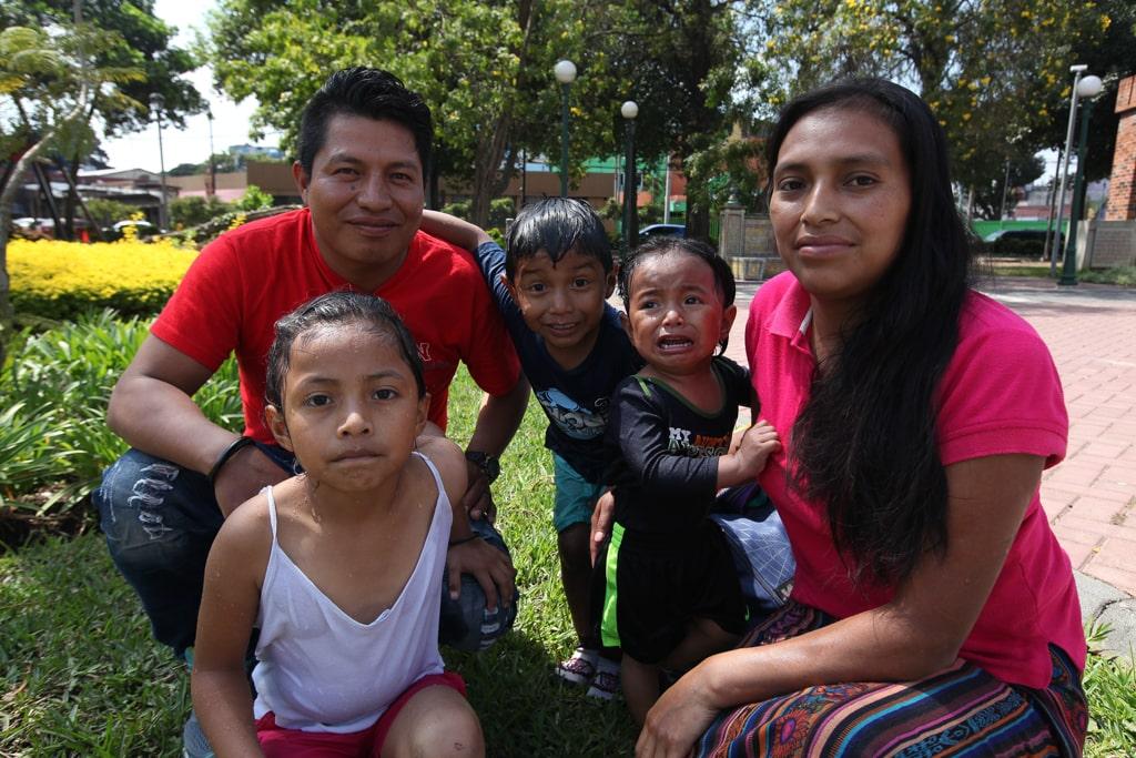 Dilma Bravo y Abel Domingo, son de San Marcos. Llevan ocho años de casados y juntos tienen tres hijos.