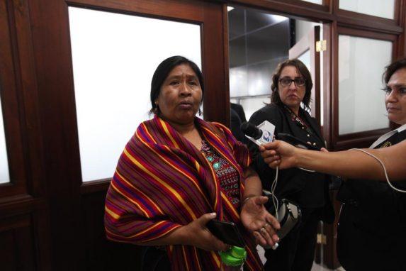 La diputada Vicenta Jerónimo, del MLP, rechaza que el Congreso pague la comida de los congresistas.