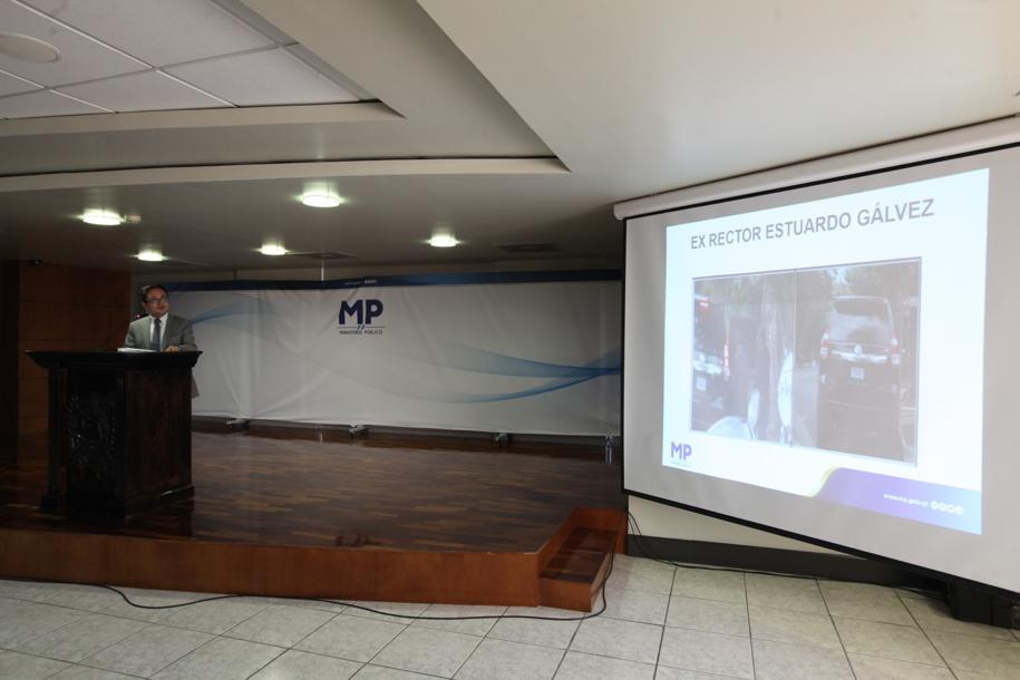 El fiscal Juan Francisco Sandoval presenta las evidencias del caso. Foto: Carlos Sebastián
