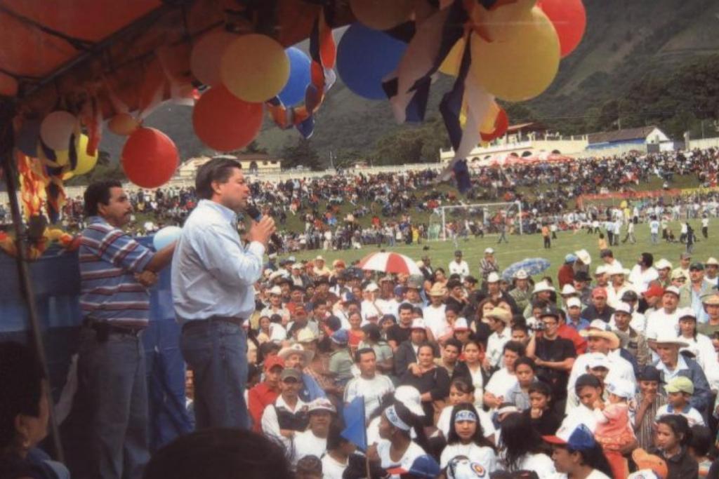 Mario Estrada en un mitin político.