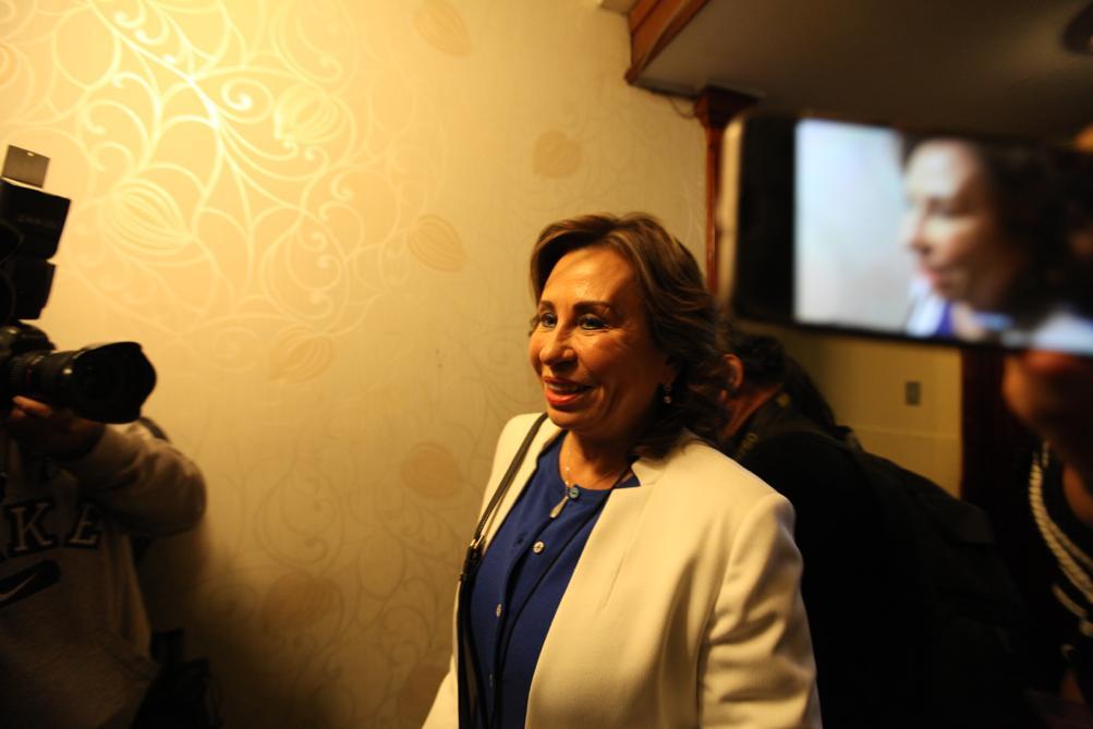 Sandra Torres se reunión con diputados de la UNE. Foto: Carlos Sebastián