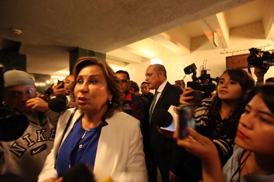 Sandra Torres previo a participar en la reunión con los diputados fieles a ella. Foto: Carlos Sebastián