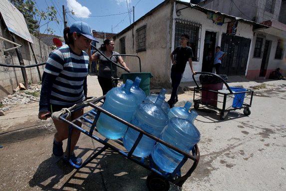 Millones de personas en Guatemala no tienen agua corriente en sus casas.