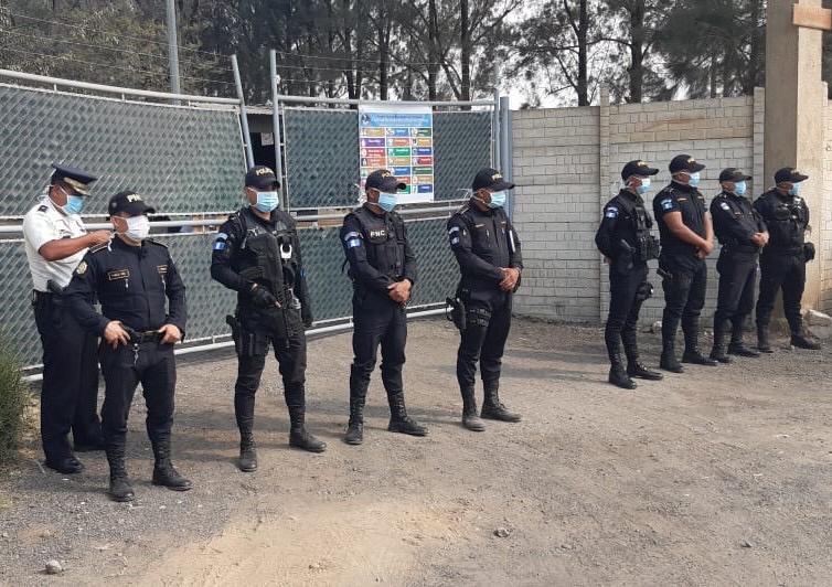 Vigilancia en el ingreso al hospital de Villa Nueva.