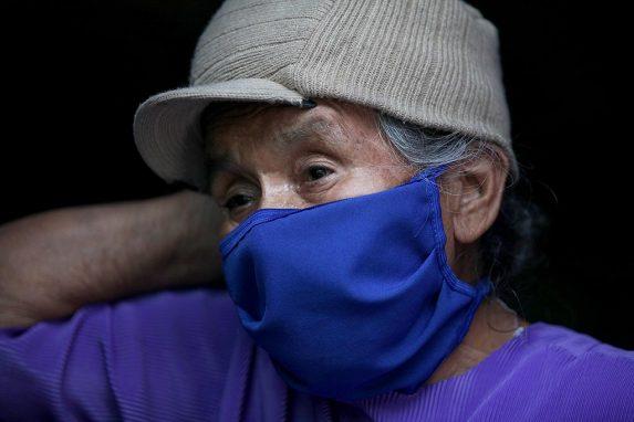Virginia Cochajil tiene más de 80 años y trabaja para ella y su hermana Antonia (de 85 años).