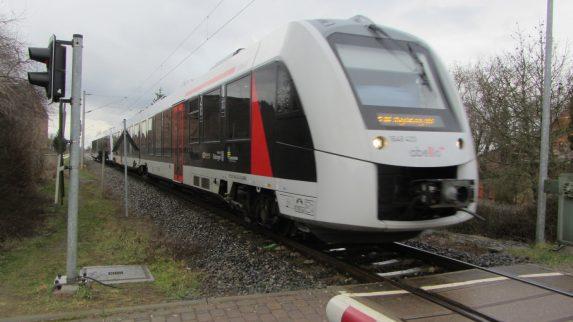 Una unidad de Tranvía puede tener una longitud indefinida, permitiendo así la ilimitada movilización de personas en una sola unidad.